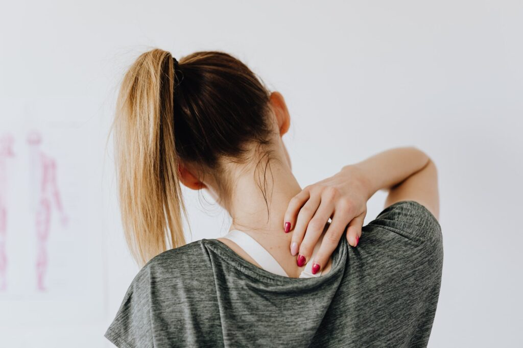 Een zeer rug, schouders en nek kunnen goed verholpen worden door een korte en krachtige stoelmassage